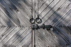Запертая коричневая старая деревянная загородка Стоковое Изображение RF