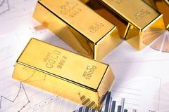 запирает взгляд сверху студии съемки золота крупного плана Стоковая Фотография RF