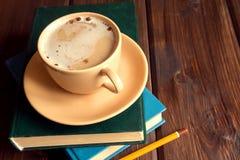 записывает кофейную чашку Стоковая Фотография
