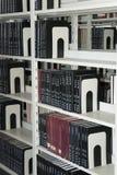 записывает управление книжных полок стоковые изображения