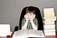 записывает чтение ребенка Стоковые Фотографии RF