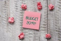 Запись вопроса о бюджета 2019 показа примечания Оценка фото дела showcasing прихода и расхода для в следующем году стоковое изображение rf