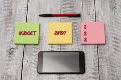 Запись вопроса о бюджета 2019 показа примечания Оценка фото дела showcasing прихода и расхода для в следующем году стоковое изображение