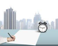 Запись на бумаге в офисе стоковое изображение rf