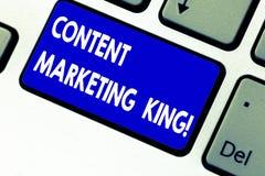 Запись примечания показывая выходя на рынок короля содержания Содержание фото дела showcasing центрально к успеху вебсайта стоковое фото rf