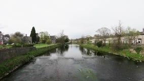 Запись промежутка времени реки Кента в Kendal, Cumbria сток-видео