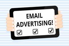 Запись рекламы электронной почты показа примечания Поступок фото дела showcasing отправки коммерчески сообщения в целевой рынок иллюстрация штока