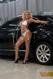 запиток девушки автомобилей бикини Стоковые Изображения