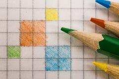 Запишите в клетке покрашенной с покрашенным крупным планом карандашей Стоковое Изображение RF