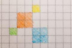 Запишите в клетке покрашенной с покрашенным крупным планом карандашей Стоковые Фото