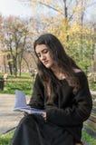 запишите чтение девушки Стоковое Изображение RF