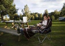 запишите чтение лагеря Стоковая Фотография RF