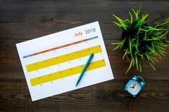 запланирование изображения принципиальной схемы 3d представило Цели и задачи на месяц Пустой календарь месяца около будильника на стоковые фото