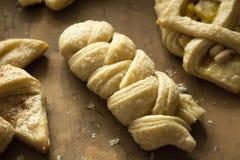 Заплетенное сладкое печенье слойки стоковая фотография rf