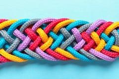 Заплетенные веревочки на предпосылке цвета, взгляд сверху Стоковые Фото