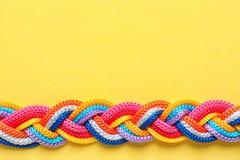 Заплетенные веревочки на предпосылке цвета, взгляд сверху Стоковая Фотография RF