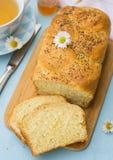 Заплетенный challah бриоши белого хлеба с маковыми семененами Стоковая Фотография RF