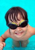 заплывание бассеина девушки Стоковое Изображение