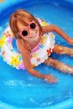 заплывание бассеина ребенка стоковые фотографии rf