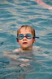 заплывание девушки Стоковая Фотография