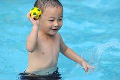 заплывание малыша стоковое изображение rf