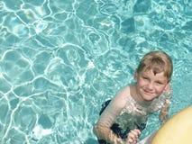заплывание мальчика Стоковая Фотография RF