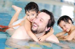 заплывание семьи Стоковое Фото
