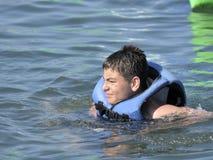 заплывание Средиземного моря мальчика стоковые фотографии rf