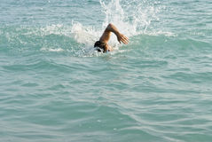 заплывание человека Стоковые Фотографии RF