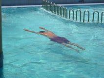 заплывание человека Стоковая Фотография