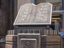 10 заповедей вне здания суда графства в Clarksburg Западной Вирджинии Стоковые Фото