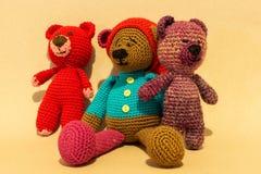 Заполненная игрушка медведя на желтой предпосылке Стоковые Изображения