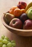 заполненное шаром разнообразие свежих фруктов стоковое фото