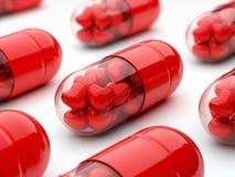 заполненные пилюльки сердец красные Стоковые Изображения