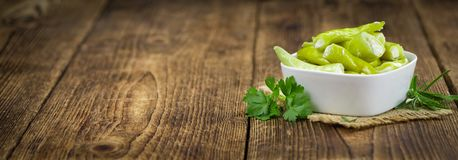 Заполненный зеленый фокус Chilis селективный Стоковые Изображения