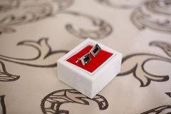 2 запонки для манжет в маленькой коробке Стоковая Фотография RF