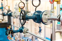 Запорные заслонки, трубопровод воды, цепь жары стоковые изображения rf