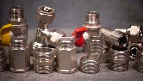 Запорные клапаны воды и ключ metalwork регулируемый видеоматериал