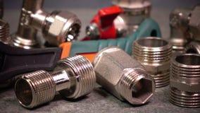 Запорные клапаны воды и ключ metalwork регулируемый сток-видео
