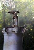Запорный клапан для того чтобы закрыть газ газопровода который проходит t Стоковая Фотография