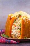 Заполненная тыква с мясом, рисом, грибами, перцем и тимианом Стоковое Изображение RF