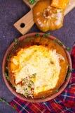 Заполненная тыква с мясом, рисом, грибами, перцем и тимианом Стоковое Фото
