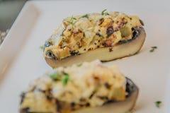 Заполненные грибы portobello Стоковое фото RF
