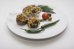 Заполненные champignons на плите Стоковые Изображения