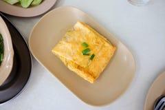 Заполненный омлет nutrias в блюде настолько очень вкусном Стоковое Изображение