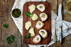 Заполненный Pesto crumbs цыпленок стоковые изображения