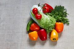 Заполняют различные овощи и паприку на холсте Стоковое Изображение RF