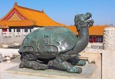 Запретный город, бронзовая черепаха в имперском дворце который St стоковые изображения rf