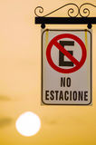 Запрещенная автостоянка дорожного знака, испанский Стоковые Изображения RF