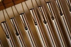 Заприте перезвоны с стальными трубками для релаксации и раздумья стоковые фотографии rf
